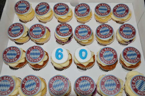 Birthday Cupcakes Arrangements mit Logo Wunsch 24 mini